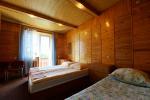 Nr. 4 trivietis kambarys su dušu, WC, balkonu