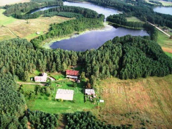 """""""Bertašiūnų Vienkiemis"""" prie Trikojo ežero: pokylių salė, pramogos"""