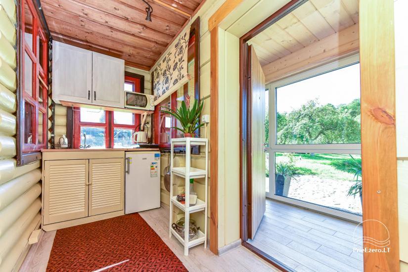 Apartamentai su virtuve ir pirtimi svečių name