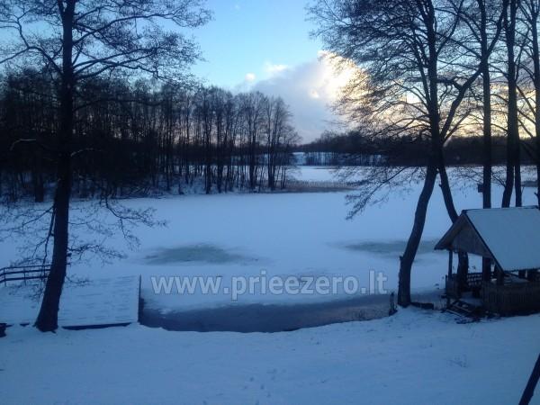 Prie ežero