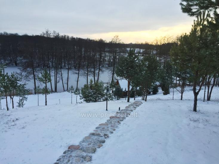 Pirties namelis žiemą