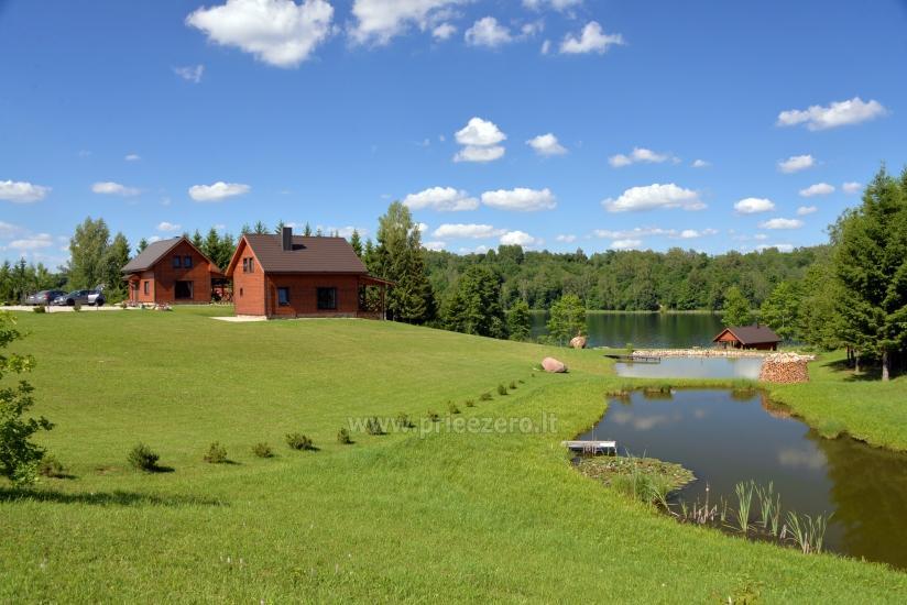 Sodybos teritorija su tvenkiniais ir ežero pakrante