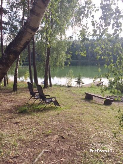 Stovyklavietė, esanti pusiasalyje su nuostabiu vaizdu į Luokesų ežerą. - 2