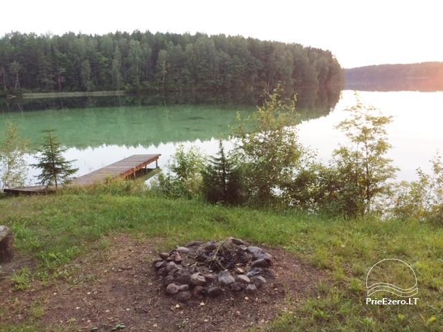 Stovyklavietė, esanti pusiasalyje su nuostabiu vaizdu į Luokesų ežerą. - 1