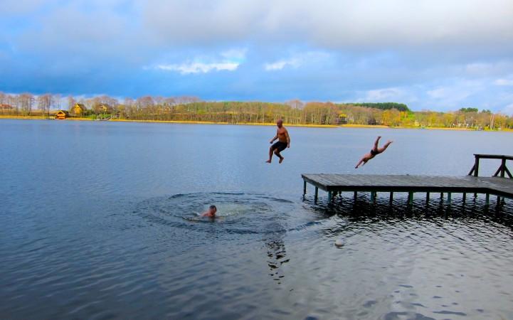 Pirtis ant ežero kranto - 13