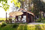 Jaukus namelis dviems su pirtele ant ežero kranto, sodyboje Pas Drambliuką