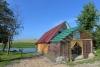 Antras namelis: svetainė su židiniu, miegamos vietos, terasa, grilis, atskiras tvenkinys su tilteliu