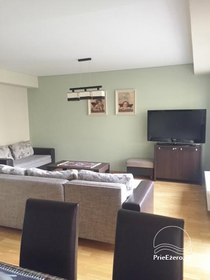 Nauji dviejų kambarių apartamentai Druskininkų centre.Gražus vaizdas į vidinį kiemelį su baseinėliu, vaikų žaidimų aikštele - 5