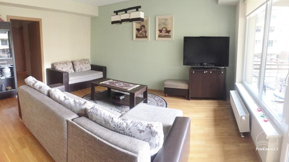 Nauji dviejų kambarių apartamentai Druskininkų centre.Gražus vaizdas į vidinį kiemelį su baseinėliu, vaikų žaidimų aikštele - 6