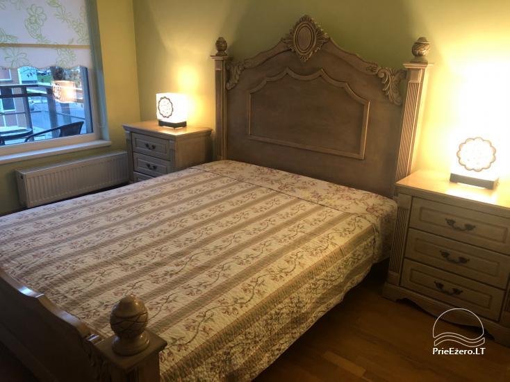 Nauji dviejų kambarių apartamentai Druskininkų centre.Gražus vaizdas į vidinį kiemelį su baseinėliu, vaikų žaidimų aikštele - 10