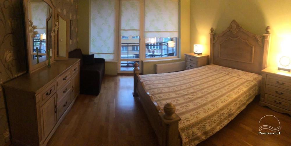 Nauji dviejų kambarių apartamentai Druskininkų centre.Gražus vaizdas į vidinį kiemelį su baseinėliu, vaikų žaidimų aikštele - 11