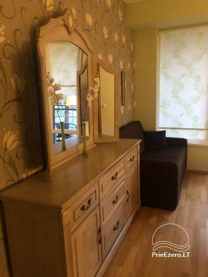 Nauji dviejų kambarių apartamentai Druskininkų centre.Gražus vaizdas į vidinį kiemelį su baseinėliu, vaikų žaidimų aikštele - 12