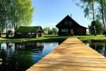 Ramūno Pirtelė ant ežero kranto