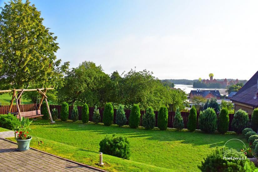 Svečių namai Trakuose PANORAMA – kambariai, apartamentai, salė, pirtis kiemas su vaizdu į Trakų pilį - 8