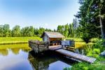 Miško rojus - namelis virš vandens