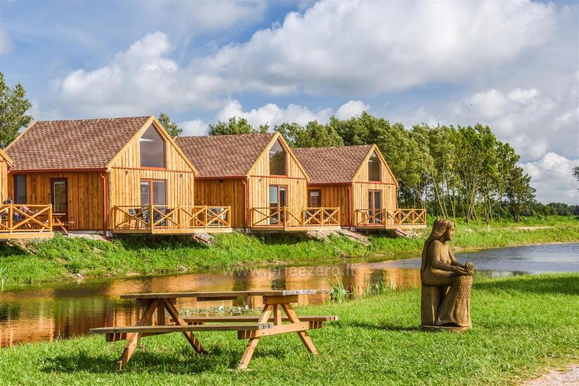 Aštuonių vietų nameliai su terasomis ir visais patogumais