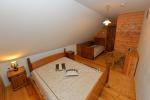Namas su sale ir miegamaisiais