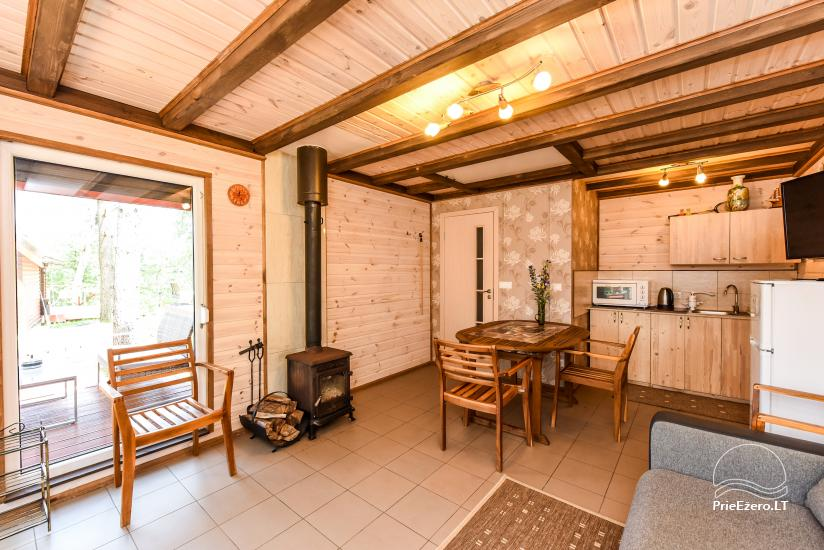 Nameliai su terasomis, virtuvėmis, dušais ir WC