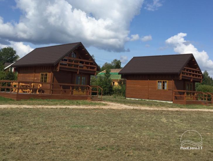 """Du nameliai """"Ant kalno"""" prie Platelių ežero - 1"""