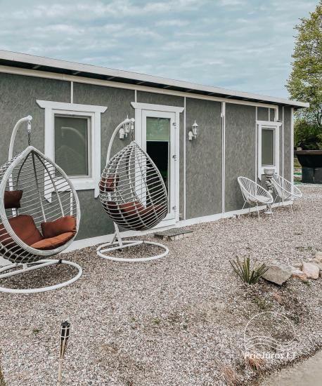 Vilkyčiai kempingas - Neurovu poilsio nameliai - yra terasa, kubilas, pavėsinė - 6