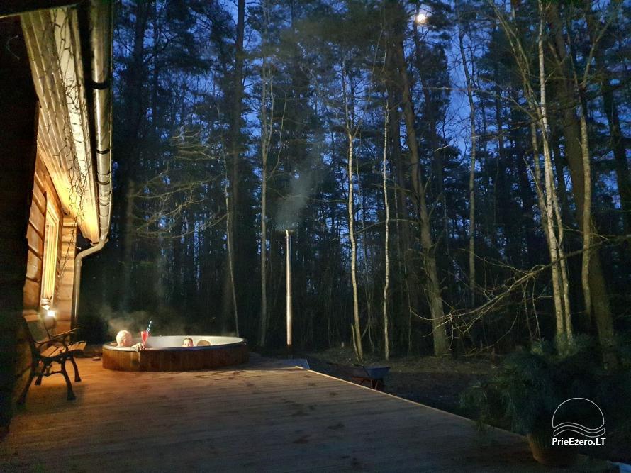 Du nameliai miške vienkiemyje su atskiromis ežero pakrantėmis - 5