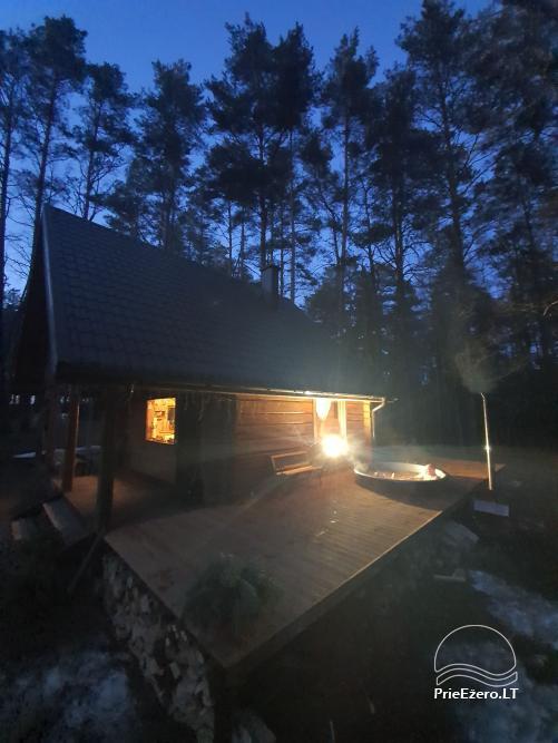 Du nameliai miške vienkiemyje su atskiromis ežero pakrantėmis - 3