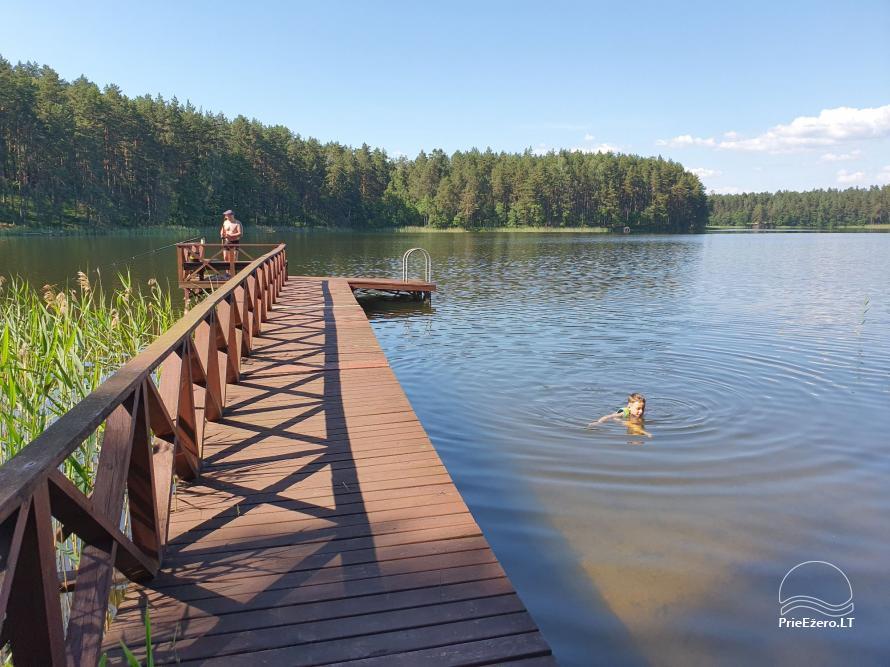 Du nameliai miške vienkiemyje su atskiromis ežero pakrantėmis - 6