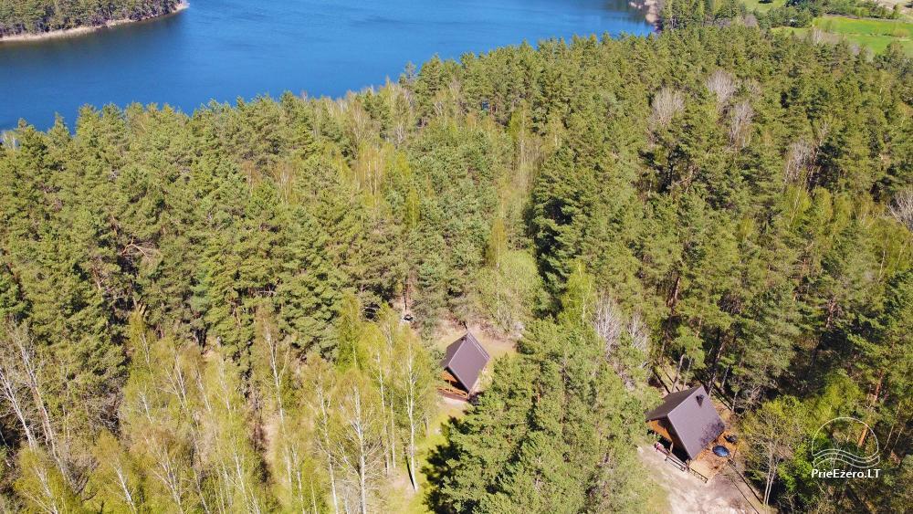 Du nameliai miške vienkiemyje su atskiromis ežero pakrantėmis - 24