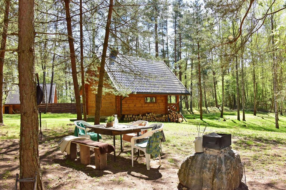 Du nameliai miške vienkiemyje su atskiromis ežero pakrantėmis - 31