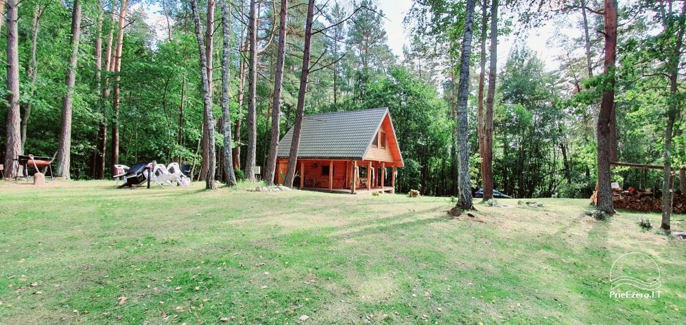 Du nameliai miške vienkiemyje su atskiromis ežero pakrantėmis - 9