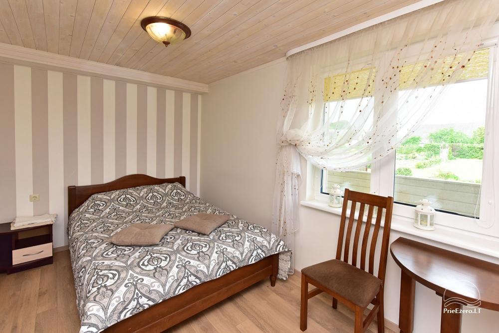 Kambariai poilsiui su atskirais įėjimais iš kiemo, terasomis, dušais ir WC