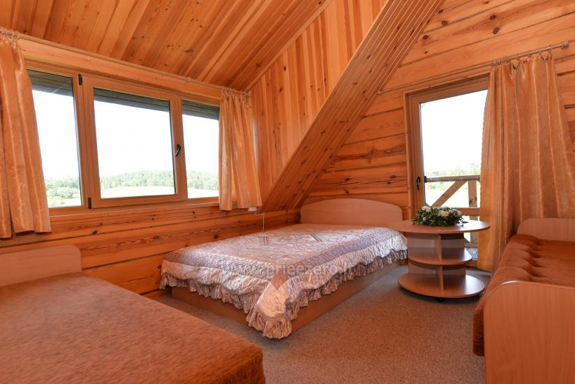 Rąstinis namas su 25 vietų sale ir poilsio kambariais