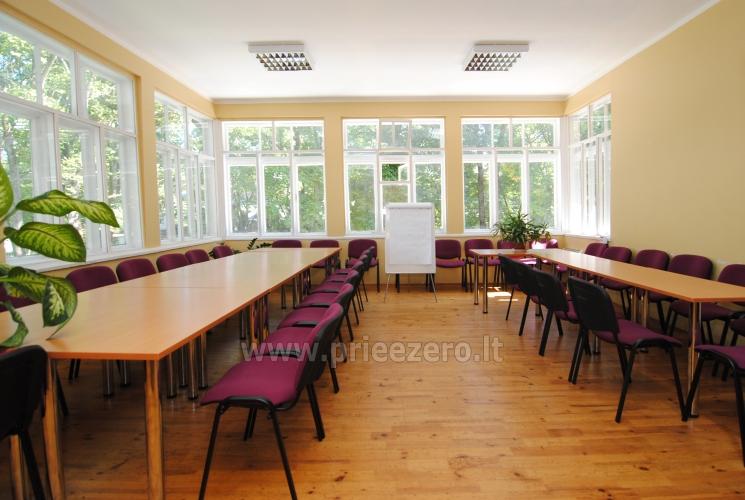 40-ies vietų konferencijų salė