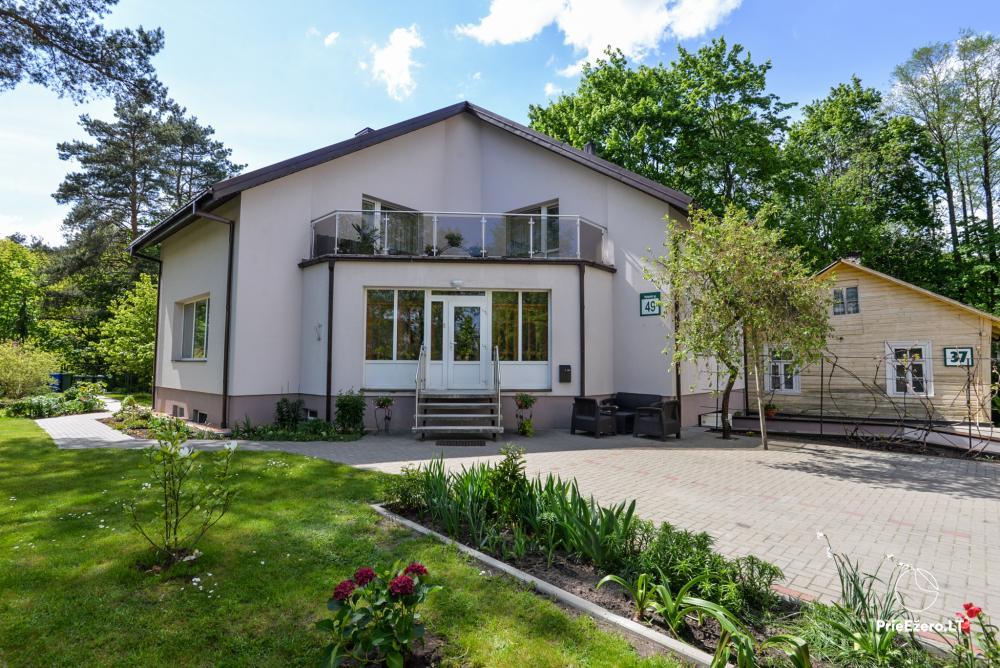 Dineikos parko svečių namai Druskininkų centre ant Ratnyčėlės kranto: kiemelis, supynės, terasa - 1