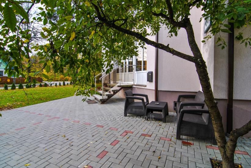 Svečių namai Druskininkų centre ant Ratnyčėlės kranto: kiemelis, supynės, terasa - 2