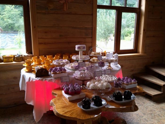 Sodyba Akmendvaris 10 km už Trakų, salė - iki 80 žmonių, apgyvendiname iki 70, Pirtis - 10