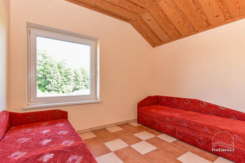 Pagrindinis pastatas su 70 vietų sale, terasa, miegamaisiais