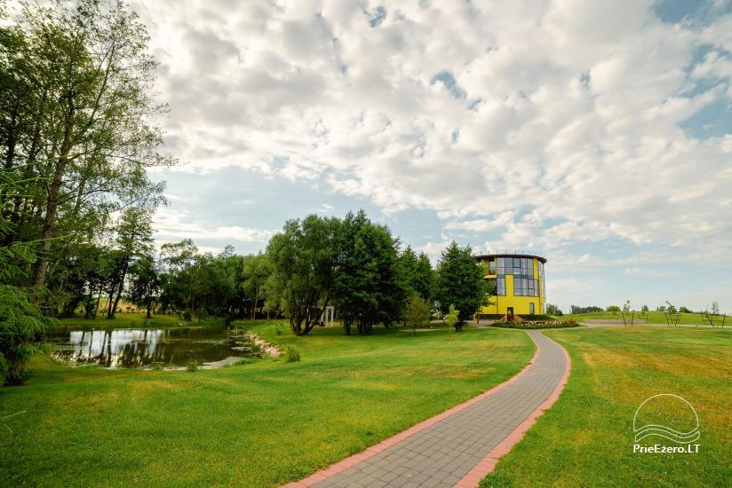 Sodyba Župė 7 km nuo Klaipėdos. Yra banketų salė, pirtis su šildomu baseinu, židiniu ir terasa ant tvenkinio kranto - 17