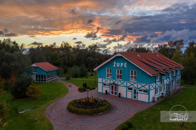 Sodyba Župė 7 km nuo Klaipėdos. Yra banketų salė, pirtis su šildomu baseinu, židiniu ir terasa ant tvenkinio kranto - 21