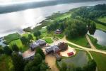 """Vila """"Dubgiris"""" prie Plinkšių ežero: banketų salė, pirtys, baidarės, SPA"""