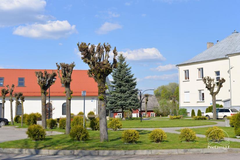 Veliuona - piliakalniai, miestelio aikštė, muziejai - 6