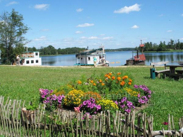 Pramogos Įlankos sodyboje: pirtys, pramoginis laivas, valtys, vandens dviračiai, paplūdimys... - 1