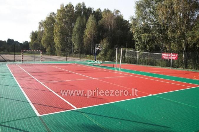 Lauko teniso kortai, krepšinio aikštelė ir kitos pramogos Kernavės Bajorynėje - 1