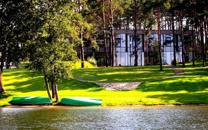 Konferencijos komplekse Margio krantas ant ežero kranto - 11