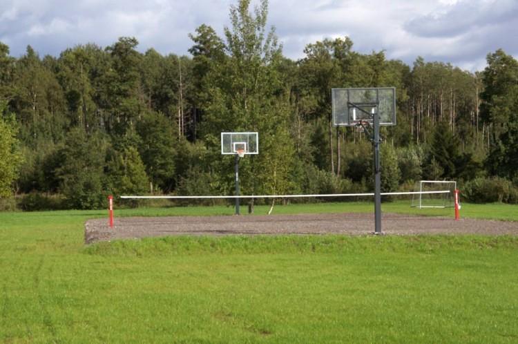 Krepšinio, tinklinio, futbolo aikštelės ir kitos aktyvios pramaogos sodyboje Žinėnai - 1