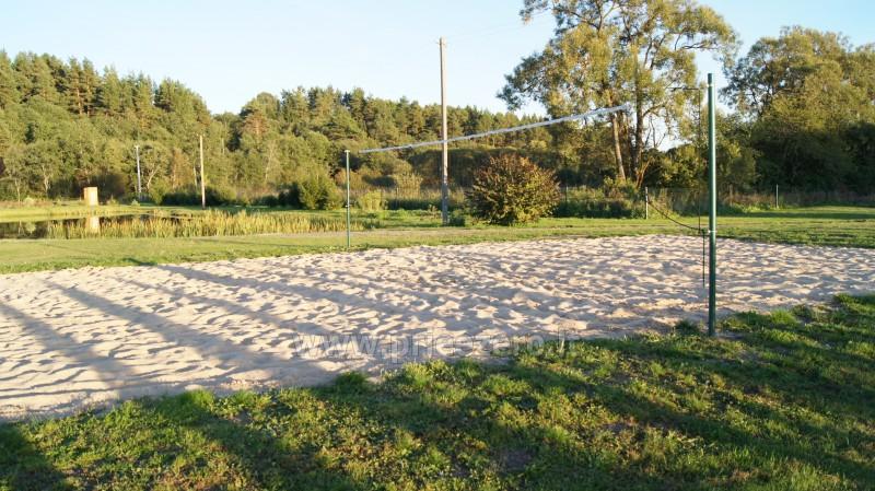 Paplūdimio tinklinio aikštelė sodyboje Šiaulių rajone Prie upės - 2