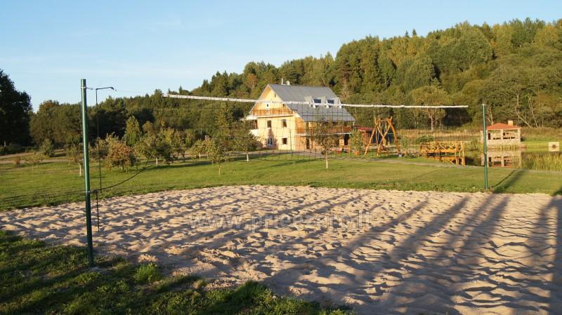 Paplūdimio tinklinio aikštelė sodyboje Šiaulių rajone Prie upės - 1