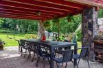 13 vietų namas: svetainė-valgomasis, virtuvė, 5 miegamieji, terasa, balkonai, dušas, WC - 2
