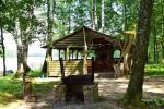 Stovyklavietė ant ežero kranto - 33